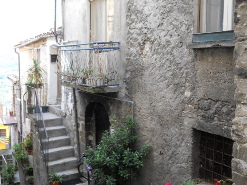 Immobili in vendita in abruzzo casa in centro storico san for Case in vendita roma centro storico privati