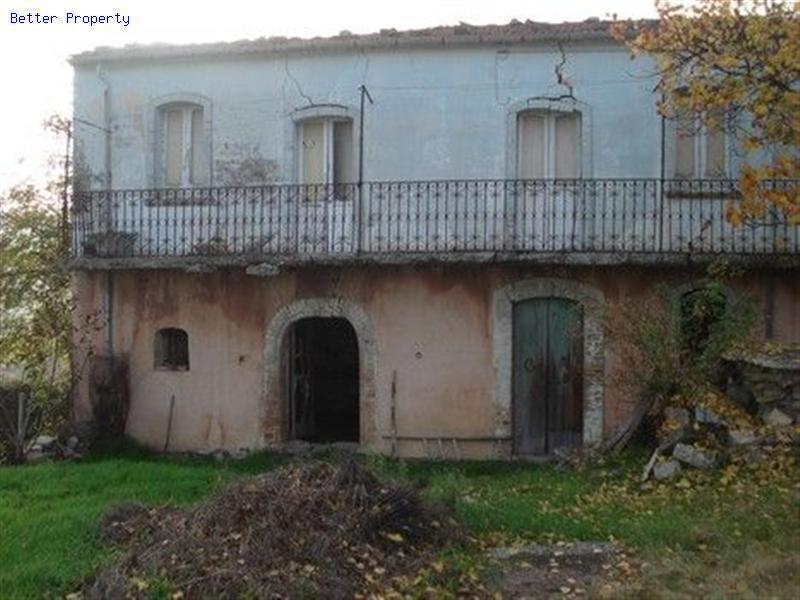 Immobili in vendita in molise casa di campagna con terreno for Piani di casa rustici con foto
